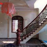 Cầu thang gỗ biệt thự