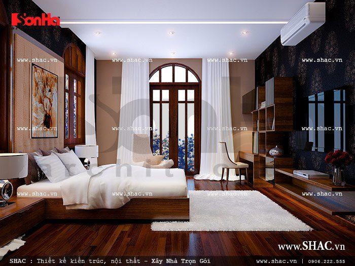 Điểm nhấn của căn phòng ngủ này chính là thiết kế sàn gỗ cao cấp, cùng với đó là sự sắp xếp hệ thống giường, bàn trang điểm, kệ… một cách khoa học