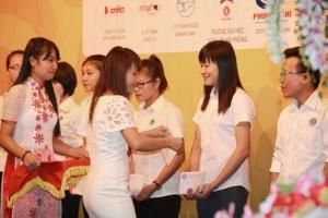 trao giải Nguyễn Sơn Hà