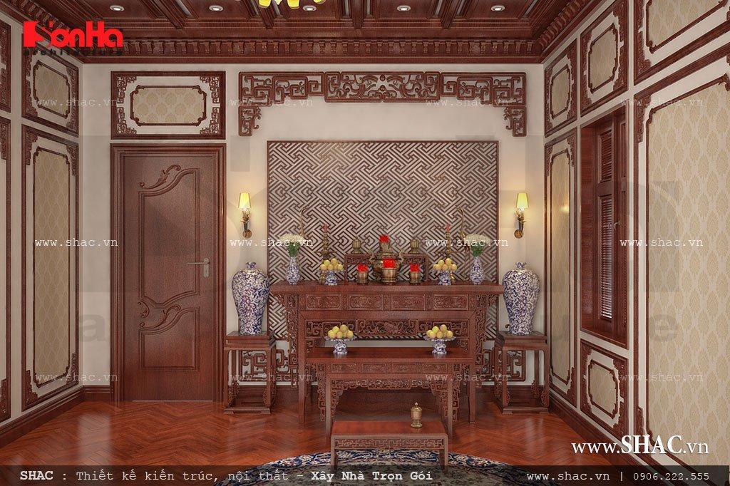 Phòng thờ được thiết kế với nội thất gỗ cầu kỳ