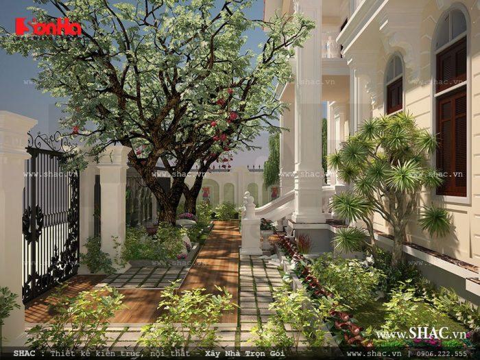 Sân vườn biệt thự mở ra một không gian đẹp cho ngoại thất biệt thự 3 tầng kiến trúc Pháp