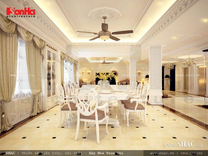 Thiết kế nội thất phòng ăn khách sạn thoáng đãng với những khoảng cửa kính lớn cùng đèn led trang trí đẹp mắt, sinh động