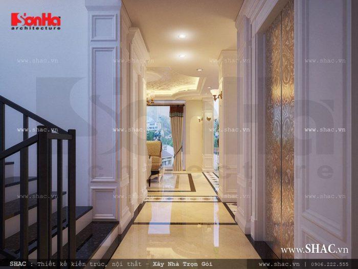Khu vực hành lang khách sạn với đèn chiếu sáng được bố trí hợp lý