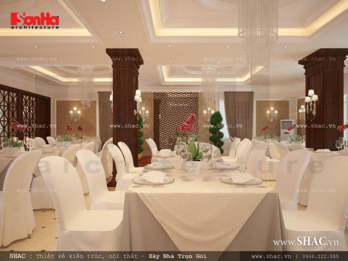 Không gian phòng ăn khách sạn sang trọng với sự nhất quán trong tổng thể thiết kế nội thất do kiến trúc sư Sơn Hà mang đến