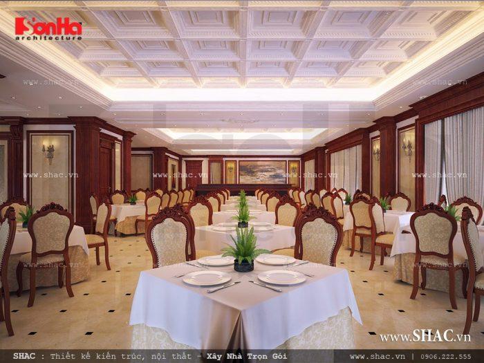 Nội thất phòng ăn rộng, sang trọng và bố trí khoa học, ngăn nắp cho số lượng khách sử dụng lớn