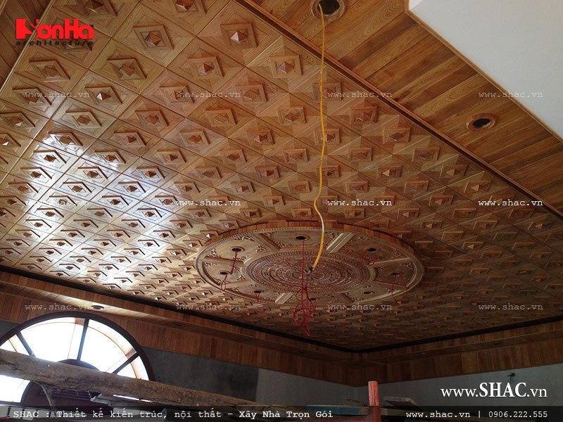 trần gỗ phòng khách; tran go phong khach