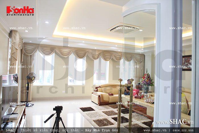 Không gian phòng khách thoáng và rộng