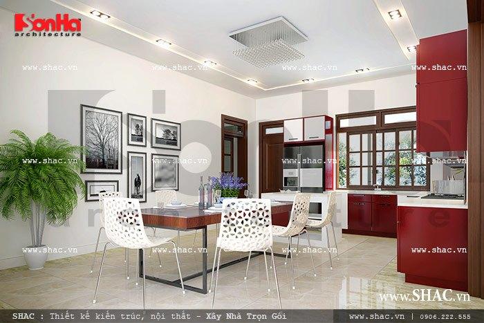 Sự pha trộn 2 phong cách cổ điển và hiện đại giúp cho căn phòng bếp biệt thự Pháp trở nên độc đáo, thu hút mọi ánh nhìn