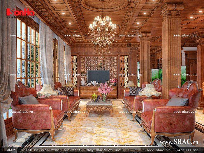 Thiết kế nội thất phòng khách với chất liệu gỗ chủ đạo, trần gỗ, cột trụ vững chãi và ấm cúng tại tầng 1 biệt thự.