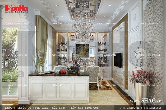 Như thường lệ, phía trong của sàn tầng 1 gia chủ và KTS SHAC chọn làm căn bếp và phòng ăn ấm cúng của gia đình