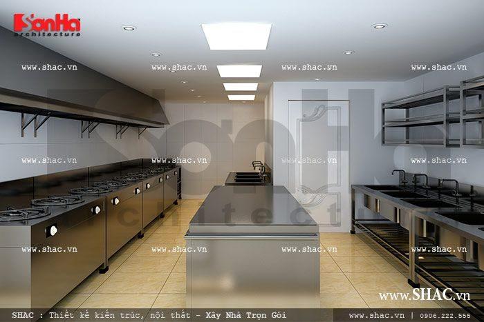Khu bếp, chế biến thức ăn được thiết kế tiện dụng, khoa học với các hệ thống tủ, bếp và bàn chế biến ngăn nắp sạch sẽ