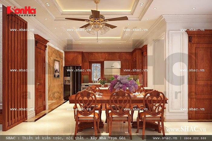 Phòng bếp ăn ấm cúng được thiết kế nội thất gỗ cao cấp dành cho biệt thự góp phần tạo không gian sang trọng