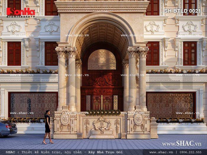 Thiết kế đại sảnh của biệt thự lâu đài vững chai và kiêu kỳ với hệ cột trụ cân xứng ở mặt tiền