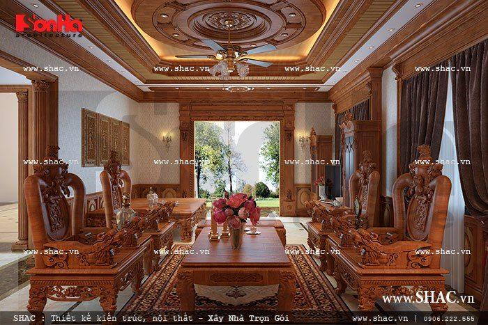 Nội thất gỗ sang trọng chiếm trọn không gian phòng khách của ngôi biệt thự kiểu Pháp