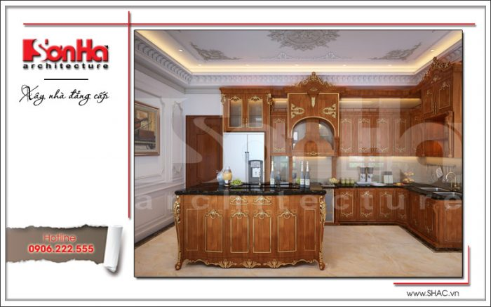 Mãn nhãn với không gian ẩm thực của biệt thự cổ điển được thiết kế nội thất gỗ xa hoa. Lựa chọn tủ bếp chữ L và bàn bếp nấu là giải pháp hợp lý cho ngôi biệt thự này.