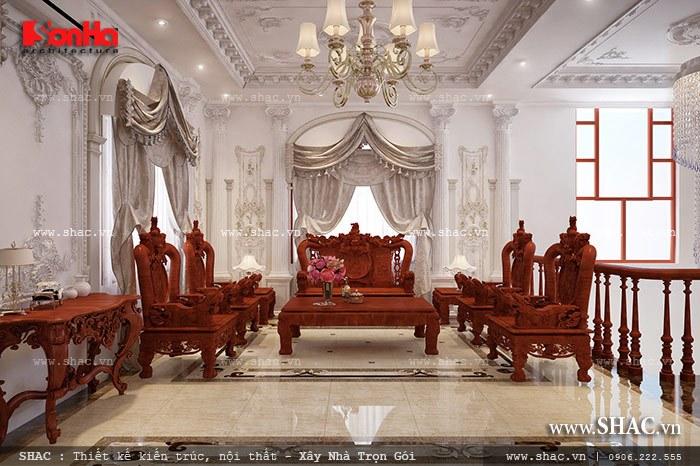 Mẫu phòng khách có thiết kế nội thất gỗ sang trọng và đẳng cấp trong không gian được trang trí đẹp mắt với đèn chùm cùng hoa văn phào chỉ đắp vẽ tinh tế
