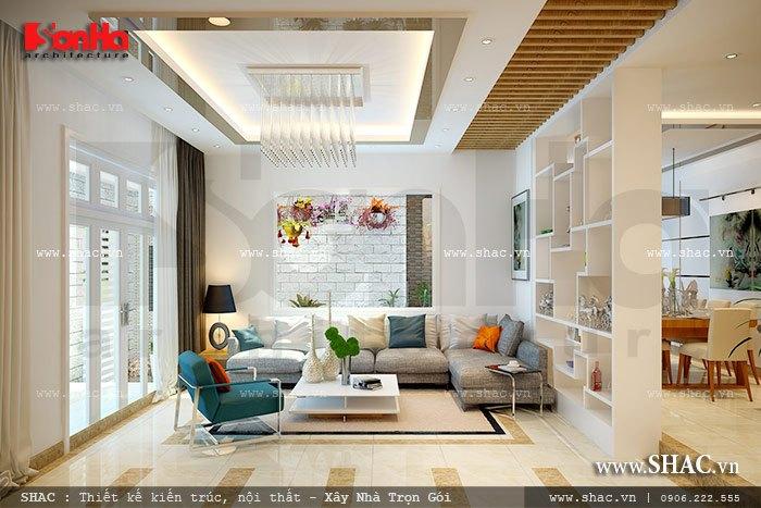 Không gian phòng khách ấn tượng bởi sự kết hợp hài hòa các tone màu sáng của ngôi biệt thự hiện đại