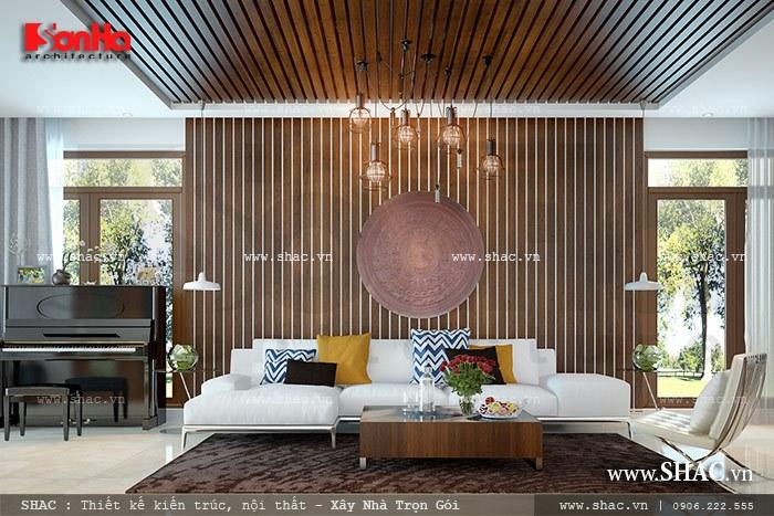 Phòng khách của ngôi biệt thự được thiết kế hiện đại, trẻ trung từ chất liệu đến sự phối kết hợp màu sắc