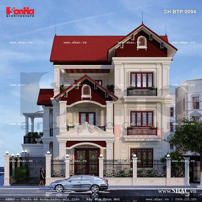 Sở hữu mặt tiền rộng 18m là một lợi thế của ngôi biệt thự 3 tầng để KTS Sơn Hà có thể dễ dàng phô diễn mọi nét đẹp của dòng kiến trúc cổ điển