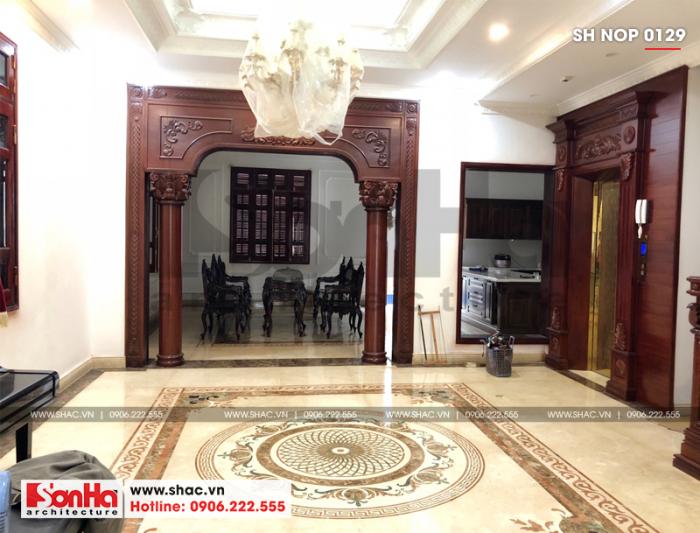 4 Ảnh thực tế nội thất sảnh tầng 1 nhà ống phong cách cổ điển tại hà nội sh nop 0129