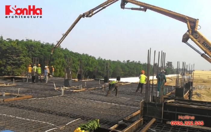 Xây nhà trọn gói nhiều khi sử dụng bê tông tươi để khai thác các ưu điểm của vật liệu