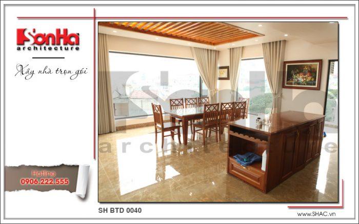 Không gian nội thất phòng bếp ăn biệt thự hiện đại tại Quảng Ninh toàn chất liệu gỗ