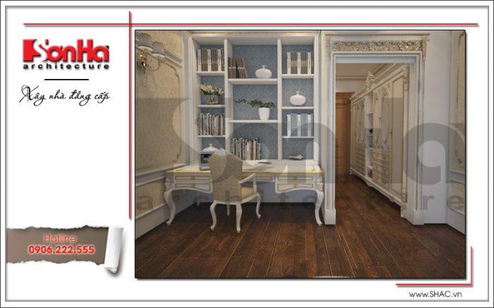 Khu vực phòng thay đồ với nội thất tiện nghi cạnh phòng ngủ của nhà phố cổ điển tại Quảng Ninh
