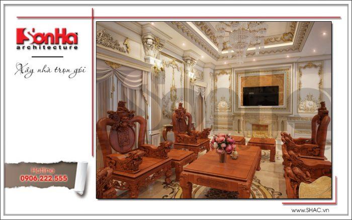 Không gian phòng khách của biệt thự cổ điển còn được tỷ mỷ thực hiện hệ thống trần tường