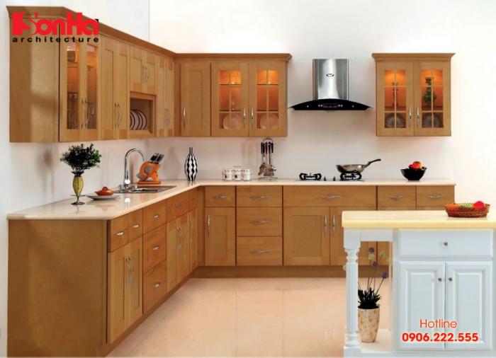Mẫu tủ bếp chữ L đẹp được làm từ gỗ tự nhiên bố trí đẹp trong không gian này