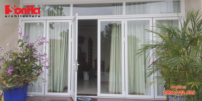 Cửa kính thường được sử dụng cho các công trình nhà phố và chung cư cao tầng