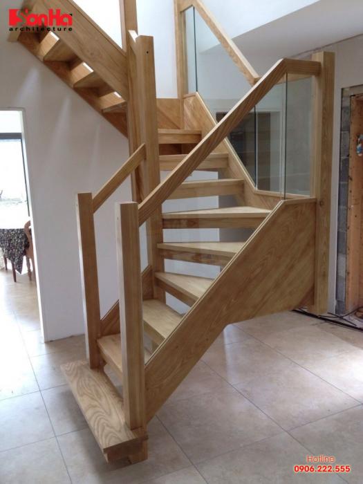 Mẫu cầu thang gỗ kính đẹp nhất hiện đại nhất cho xu hướng nhà ống
