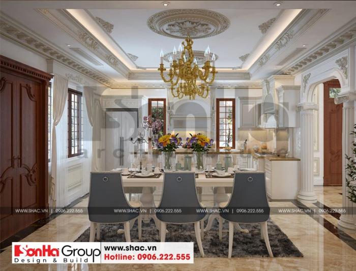 Bộ bàn ăn cao cấp được bố trí hợp lý trong không gian bếp ăn biệt thự tân cổ điển