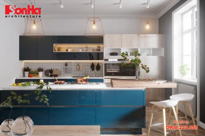 Phòng bếp màu xanh dương trông rất đơn giản nhưng vẫn đầy đủ tiện nghi