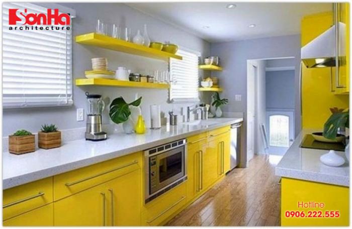 Sử dụng bàn bếp bằng kim loại với màu sắc phù hợp tạo nên không gian bếp đẹp mắt