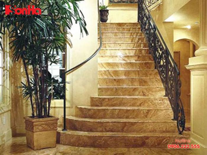Thêm một mẫu cầu thang đẹp được ốp đá hoa cương chất lượng cao