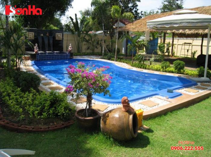 Để phong thủy nên chọn bể bơi gia đình hình tròn, hình oval, hình bầu dục, uốn lượn