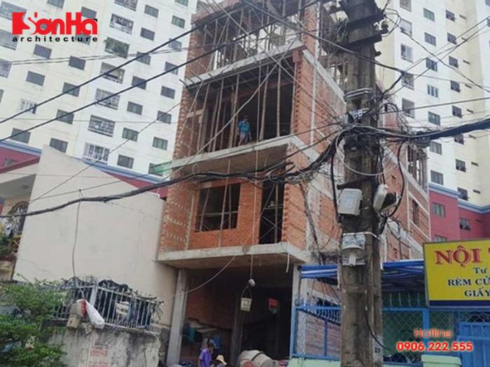 Do đặc điểm của địa chất nên thường xây dựng nhà ảnh hưởng đến nhà liền kề
