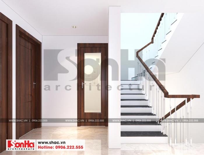 Thiết kế sảnh thang tầng trên của ngôi nhà được bố trí thoáng đãng