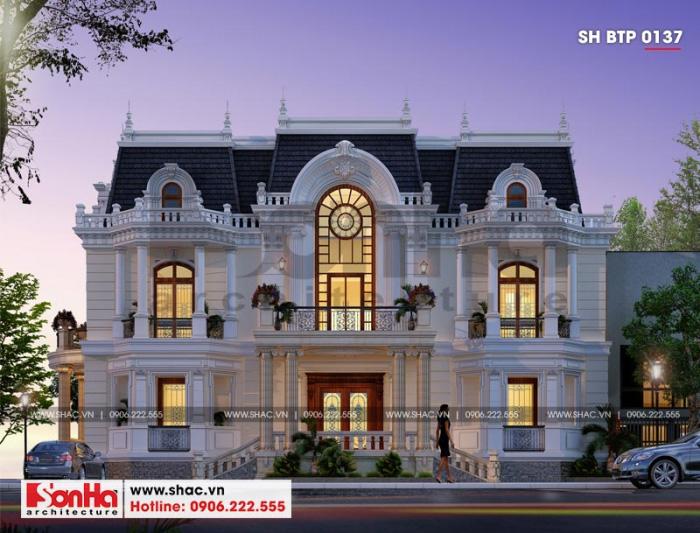 Tuy là phong cách cổ điển nhưng đường nét trang trí biệt thự không cầu kỳ