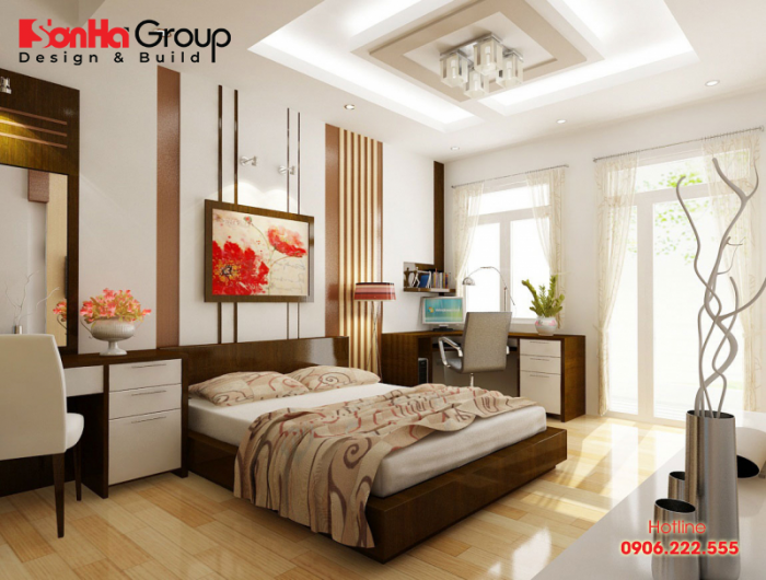 Trang trí tranh ảnh phù hợp cũng giúp không gian phòng ngủ sáng hơn