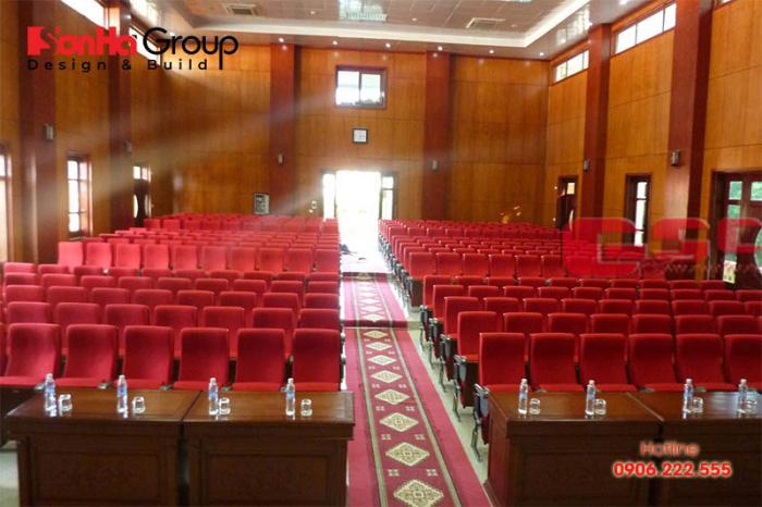 Không gian cho khán giả trong hội trường 300 chỗ ngồi cần thoáng đãng