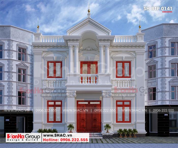 Kiến trúc ngôi biệt thự tân cổ điển quy mô 2 tầng tại huyện Vũ Thư (Thái Bình) sở hữu những chi tiết trang trí, phào chỉ mềm mại và duyên dáng làm say đắm bao ánh nhìn