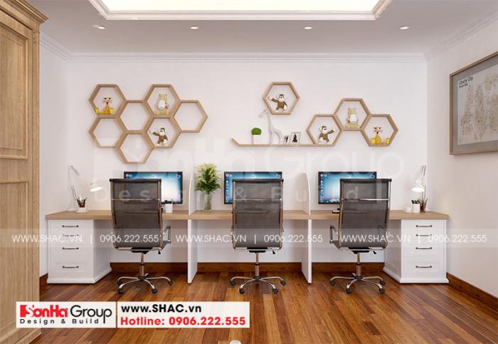 Không gian phòng làm việc ấn tượng với sàn gỗ và nội thất gỗ cao cấp