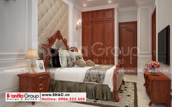 Phong cách thiết kế nội thất phòng ngủ tân cổ điển nhẹ nhàng và cao cấp dành cho vợ chồng gia chủ trong ngôi nhà ống 2 tầng tại Sài Gòn