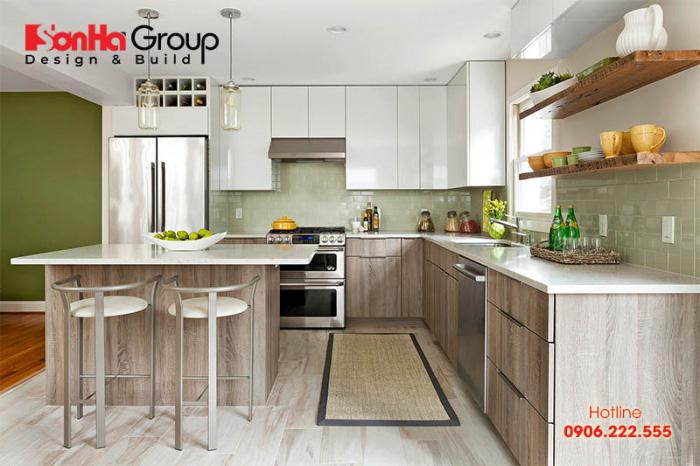 Căn bếp biệt thự hiện đại với diện tích nhỏ nhưng bày trí vô cùng ngăn nắp và thoáng đãng cho gia chủ sinh hoạt thường ngày
