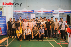 Đại diện Sơn Hà Group chụp ảnh lưu niệm cùng các ứng viên