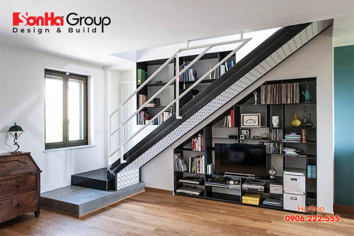 Làm tủ hoặc kệ tivi dưới gầm cầu thang cũng được vận dụng khá nhiều