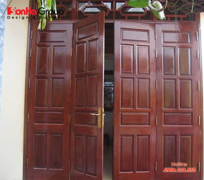 Mẫu cửa chính 4 cánh đều nhau theo kích thước phong thủy