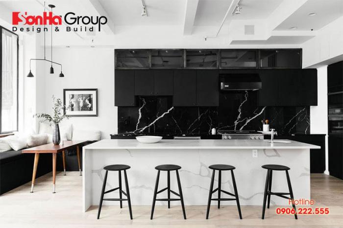 Sự kết hợp hài hòa giữa 2 tông màu đen trắng mang đến một không gian phòng bếp hiện đại đẹp và tiện nghi