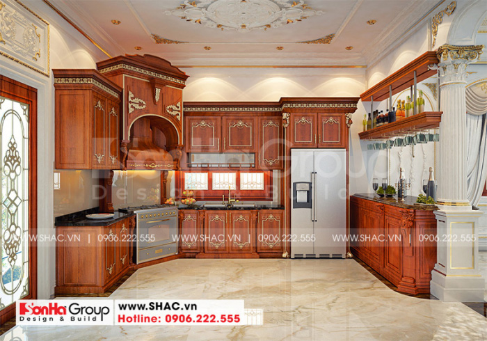 Thiết kế nội thất phòng bếp sang trọng và tiện nghi với hệ thống tủ bếp ngăn nắp, đa năng từ vật liệu gỗ tự nhiên